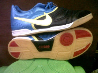 Sepatu futsal nike terbaru warna biru putih (kode F32)