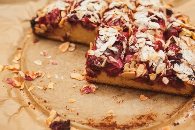 Венский вишневый пирог с хрустящей миндальной корочкой