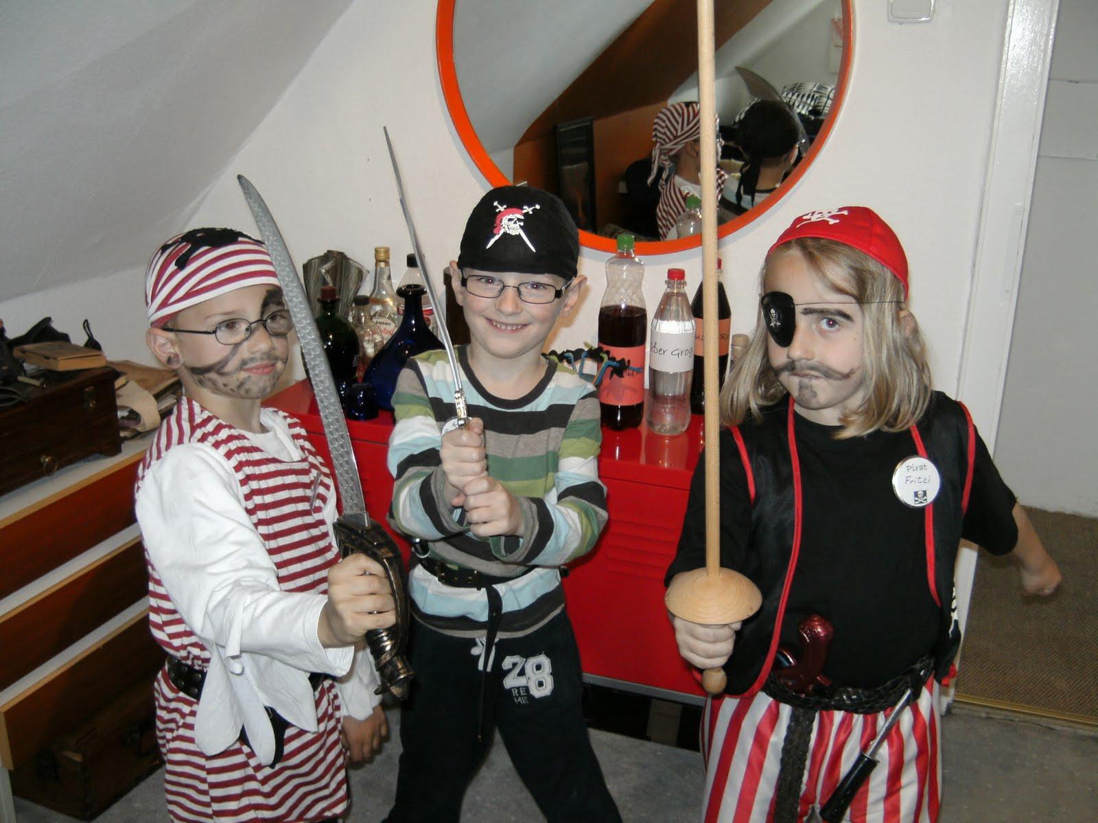 http://1.bp.blogspot.com/-UcpwKiD5qiU/Tc_yU1jkqrI/AAAAAAAAAvo/HfqTNdZWI7E/s1600/Party+1.JPG