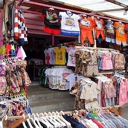 Stan Jual Baju di Songgoriti