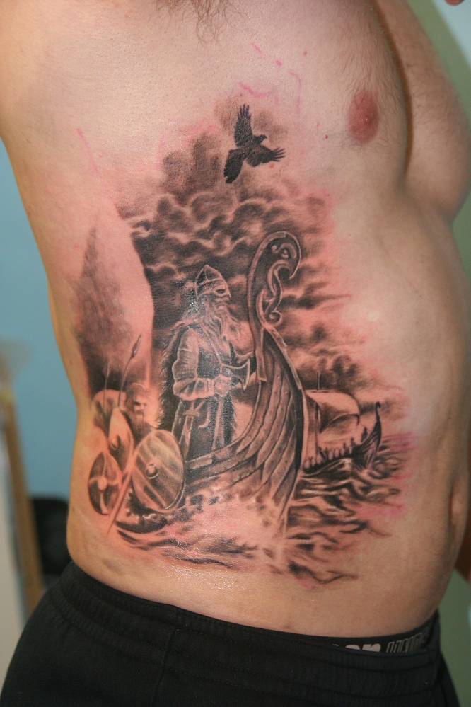 nainen ei halua kylki tatuointi