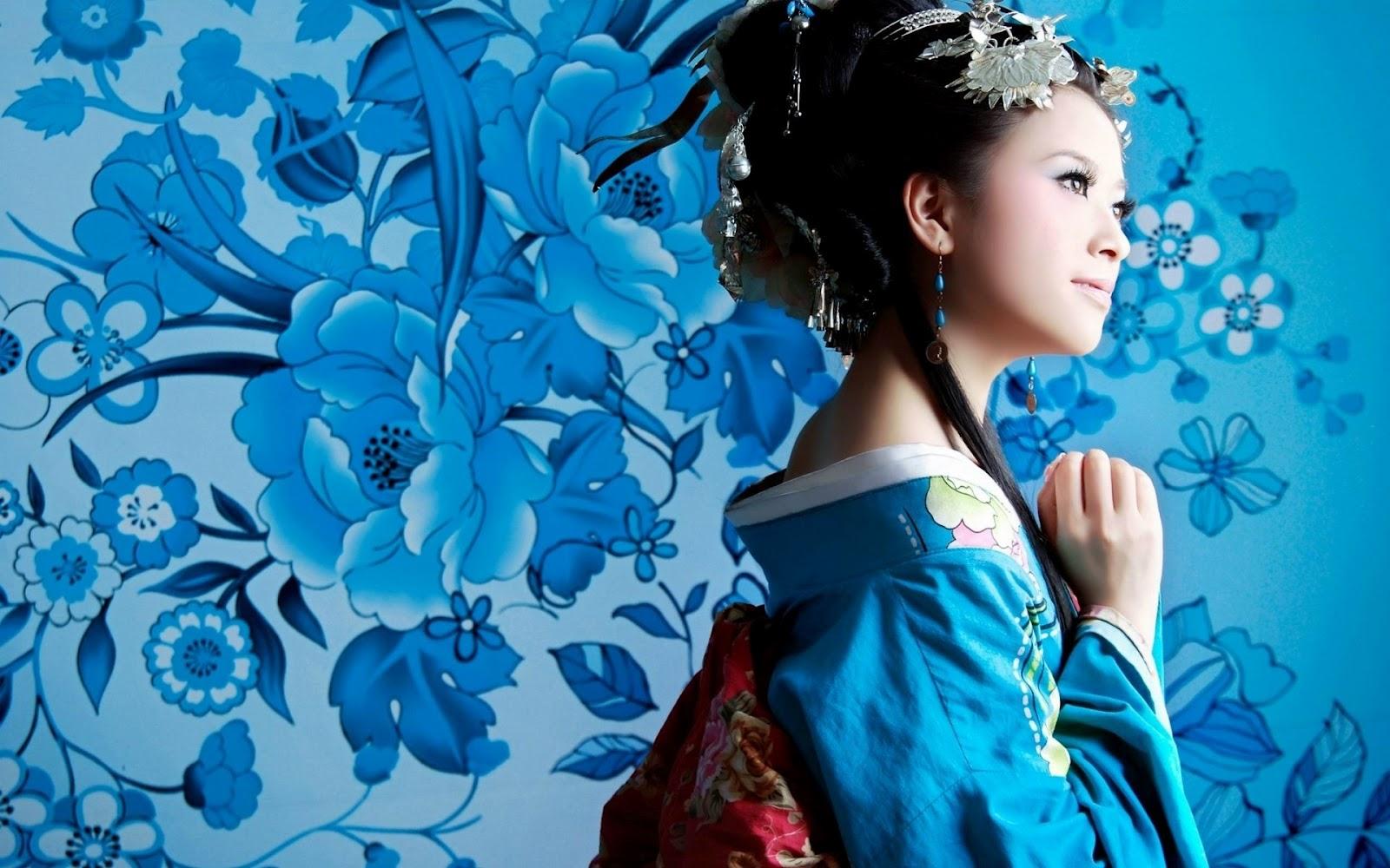 Aritsuy Atko: Japanese Kimono Wallpaper