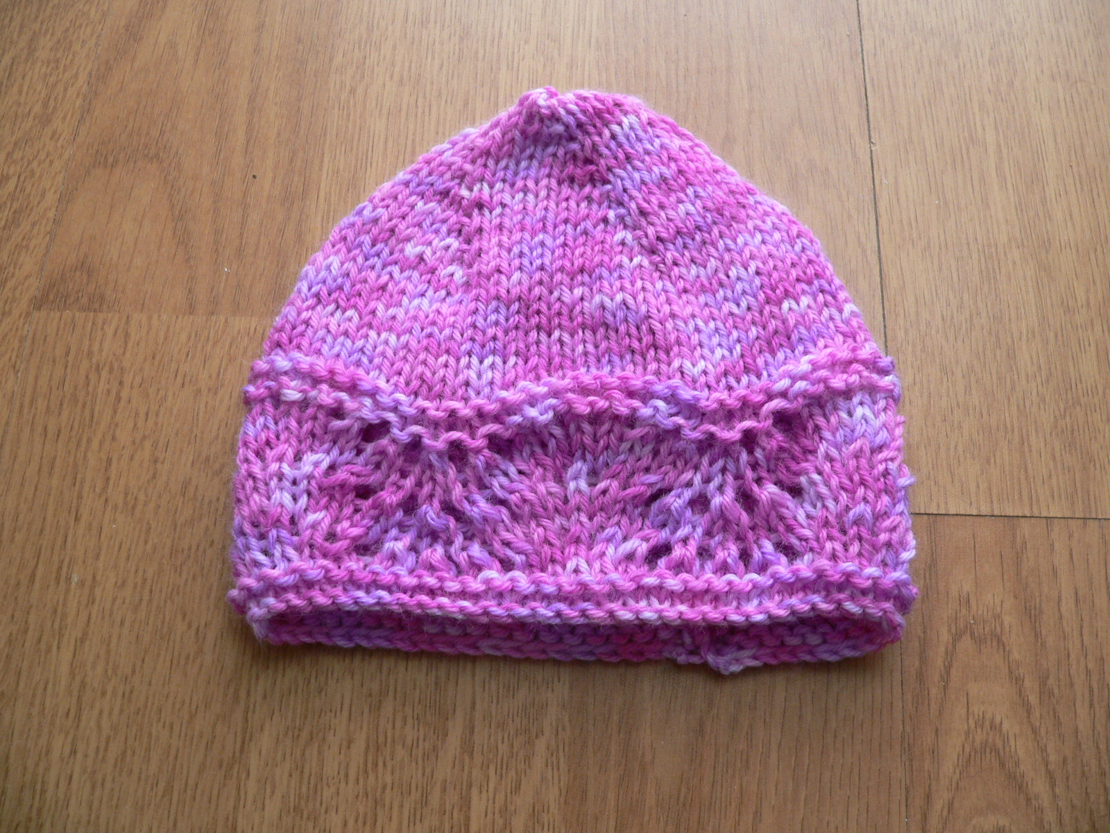 Feather And Fan Baby Knitting Patterns : The Blattcave: POTD: Feather and Fan Baby Hat (and Booties)