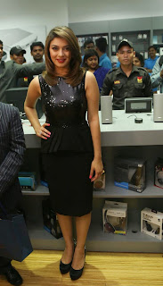 Actress Hansika Motwani Latest Pictures in Black Dress at iphone 6 Launch  17.jpg