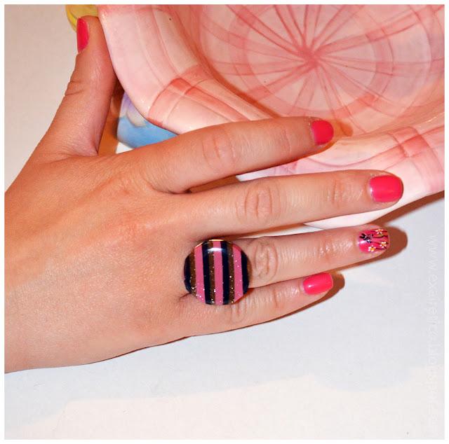 Χειροποίητο δαχτυλίδι με υγρό γυαλί, fimo γραμμικό σχέδιο σε ροζ-καφέ-μπλε απόχρωση και χρυσόσκονη
