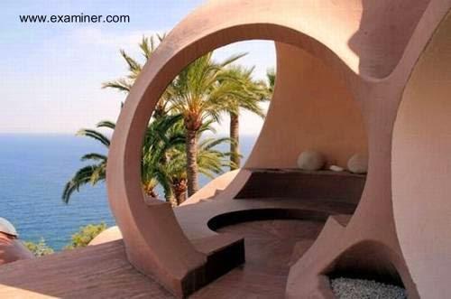 Villa de formas orgánicas en la Costa Azul