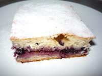 Пирог с черникой, черничным вареньем на кефире