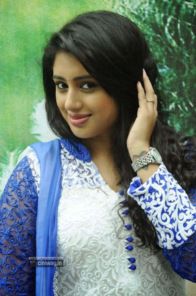Kadhal-Paiththiyam-Actress-Jeevika-Iyer-Stills-at-Movie-Launch