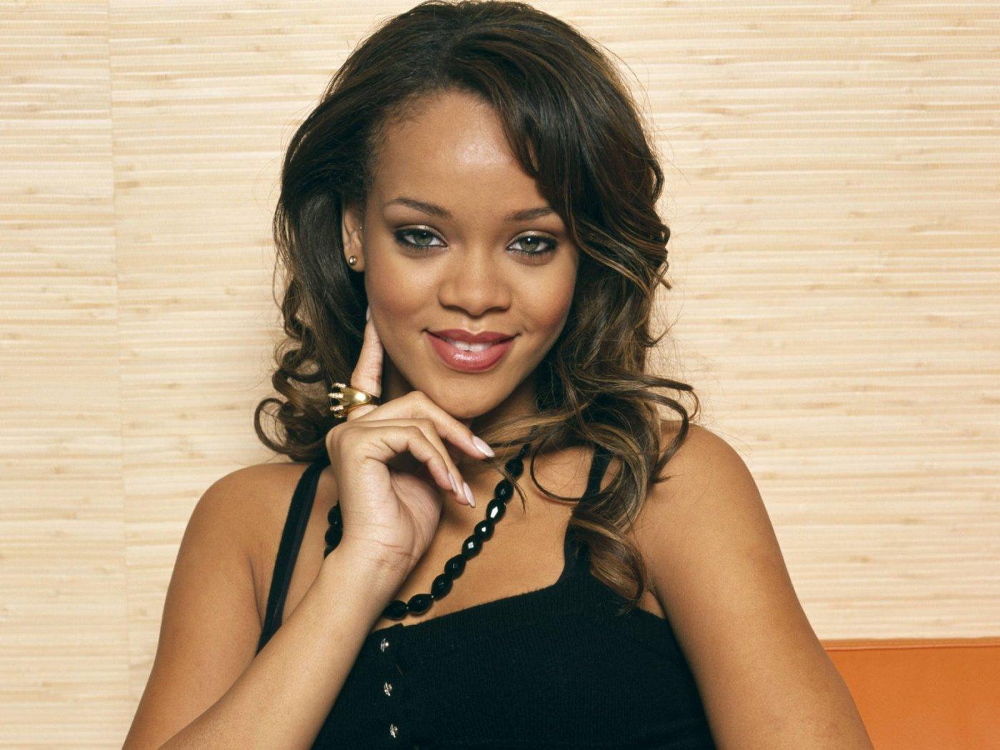 http://1.bp.blogspot.com/-UeLdTd7u0o8/Tyaj1HJbIiI/AAAAAAAAC6o/rQO72k6xwQQ/s1600/Rihanna-Hot-wallpapers-3.jpg