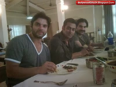 Salman,Arbaaz,Sohail khan Clicked during Dinner
