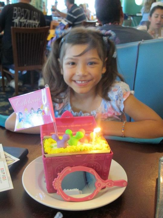 For My Granddaughters 5th Birthday The Whole Family Gathered At Plaza Inn In Disneyland An Afternoon Of Fun And Excitement With Pat E Cake