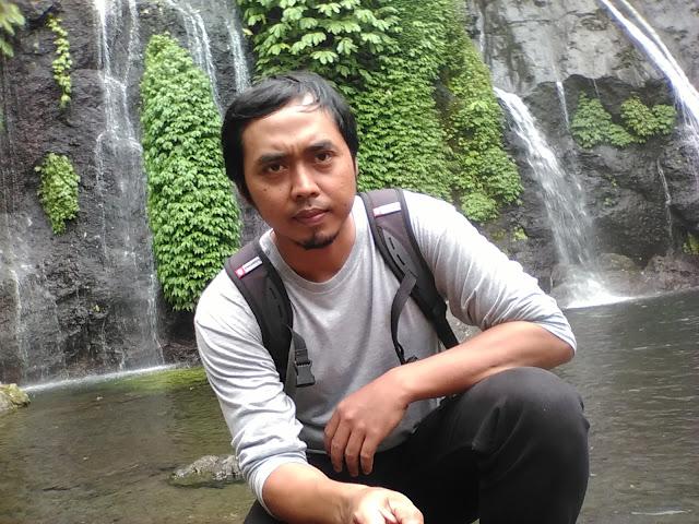 Touring ke Air Terjun Banyumala di Wanagiri