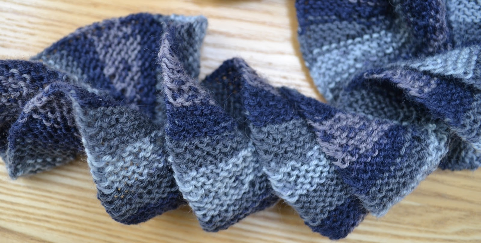 Potato Chip Knitted Scarf Pattern : Ginx Craft: The Potato Chip Scarf
