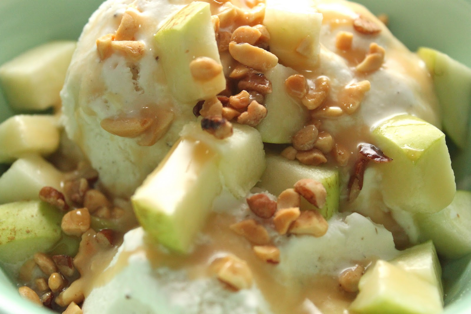 Caramel Apple Sundaes {Recipe} - Smashed Peas & Carrots