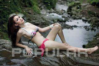 Adela Model Cantik di Majalah Popular