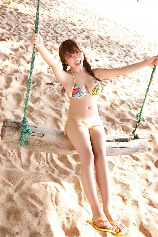 Mai Nishida Sexy in Bikini