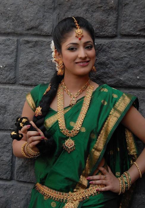 hari priya in saree hot photoshoot