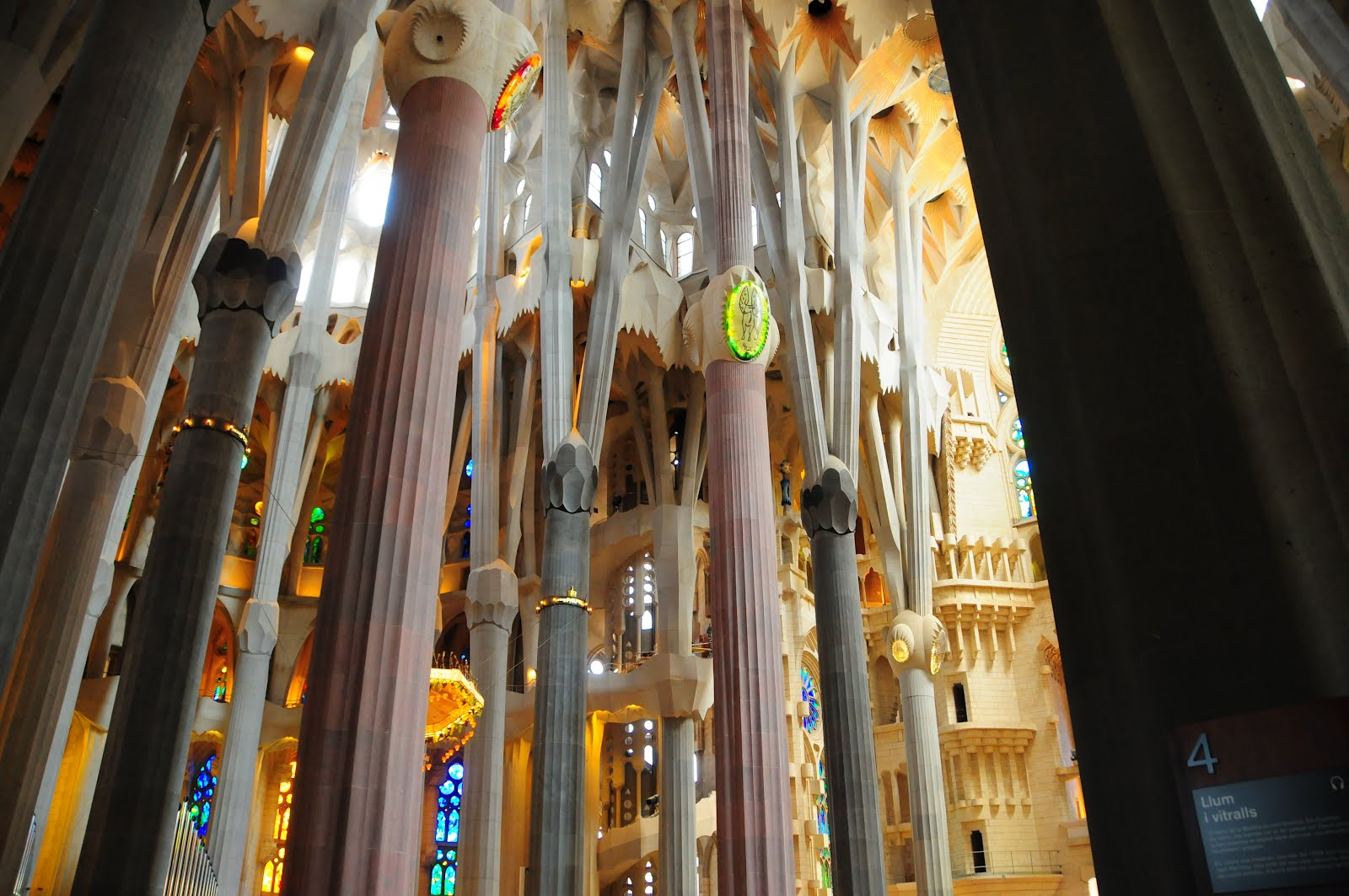 cathedral barcelona gaudi