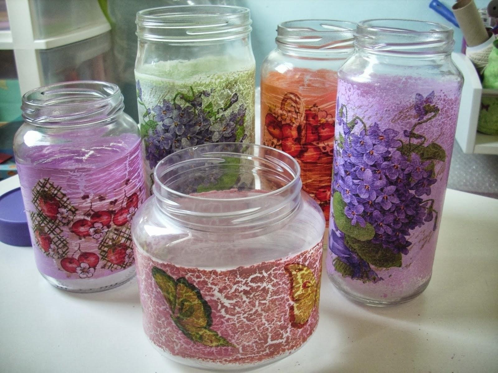 Utilizei potes de vidro de palmito, azeitonas e nutella.