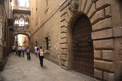 Carrer del Bisbe inside the Barcelona Gothic Quarter