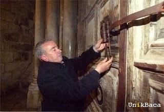 Wajeeh Nuseibeh - Penjaga Makam Yesus