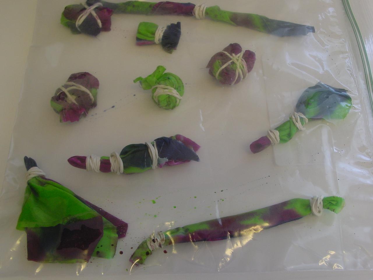 iLoveToCreate Blog: DIY Tie-Dye Flower Power Necklace