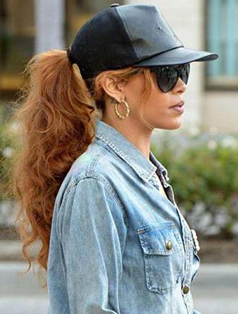 Rihanna uzun ve dalgalı at kuyruğu saç modeli
