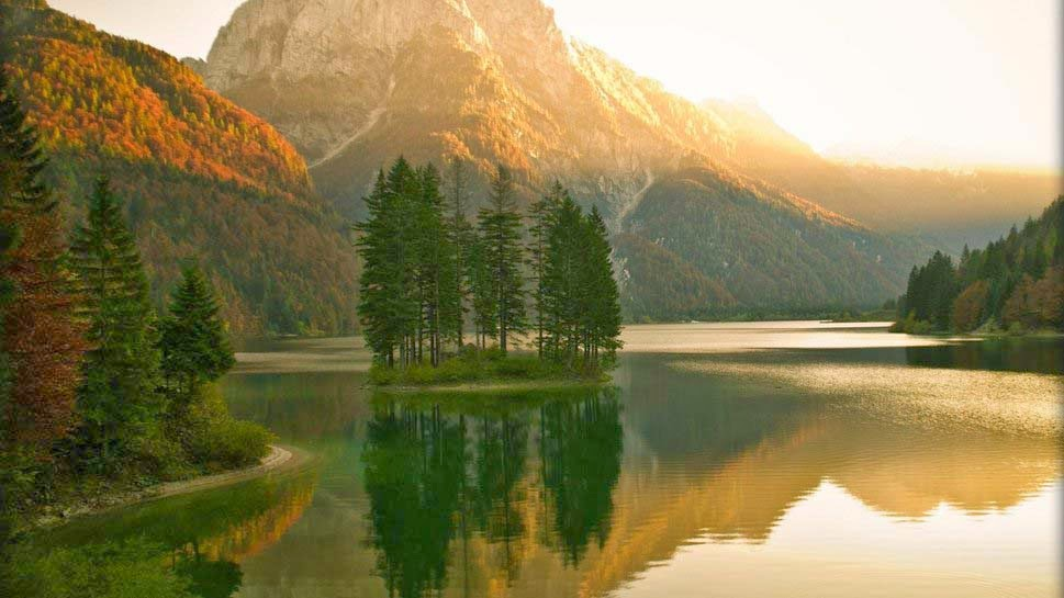 sunrise-on-an-island-lake-natural-scene