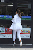Kim Kardashian entering 7 11 to pay for gas
