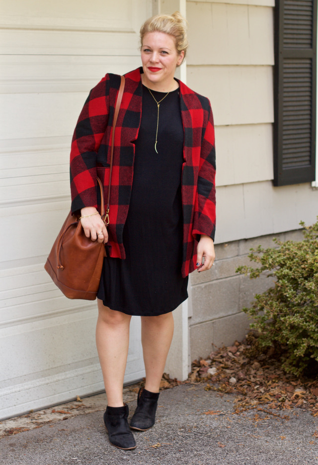 Simple fall look with gold jewelry and buffalo check