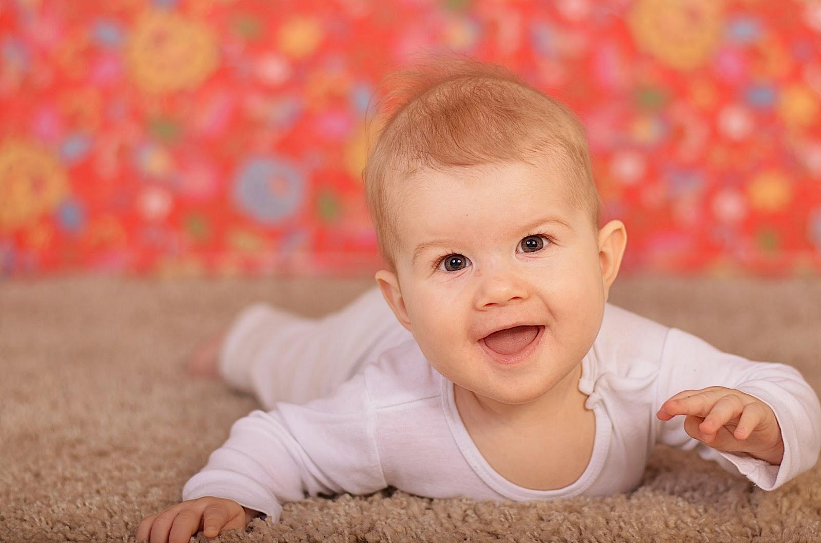 barnfotograf, barn, fotograf, norrköping, östergötland, södermanland, lilla gumman glömsk, jenny bennheden carpvik, närbild, bebis, 6 månader, fota, fotografi