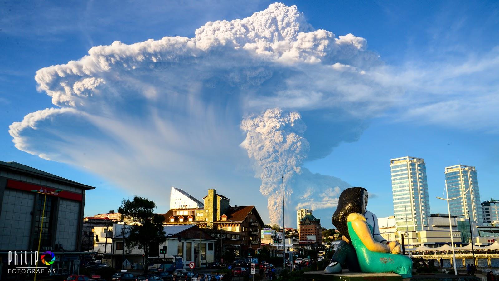 Núi lửa Calbuco phun trào vào ngày 22 tháng 4 năm 2015 vừa qua. Tác giả : Philip Oyarzo Calisto trên Flickr.