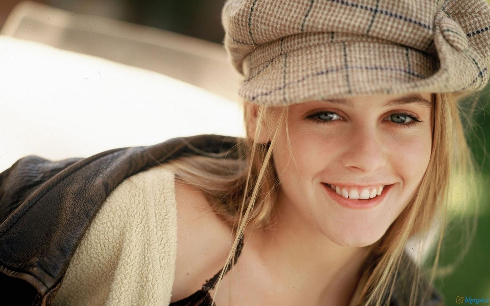 http://1.bp.blogspot.com/-UhiMPL5rb6A/Tyq42c2qUtI/AAAAAAAAAW0/SuJSYKl5LAE/s1600/cute_alicia_silverstone-1920x1200.jpg