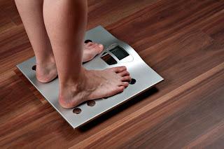 Cara menghitung berat badan ideal wanita