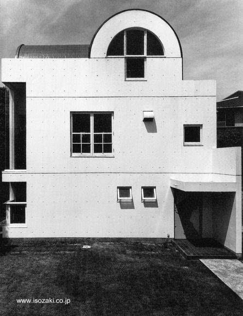Casa familiar posmoderna en Japón 1977