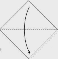 Bước 2: Gấp đôi tờ giấy theo chiều từ trên xuống dưới.