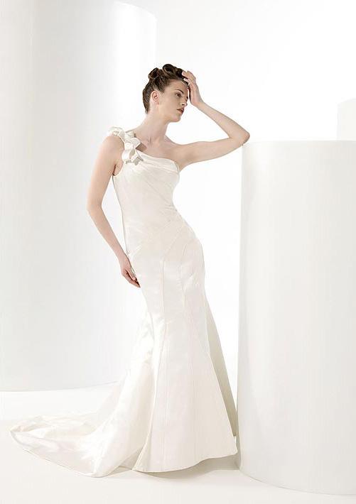 Wedding dresses one shoulder strap for Wedding dresses one strap