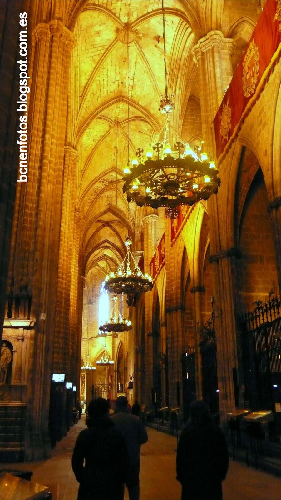 Mi barcelona la catedral de barcelona ii interiores y for Catedral de barcelona interior