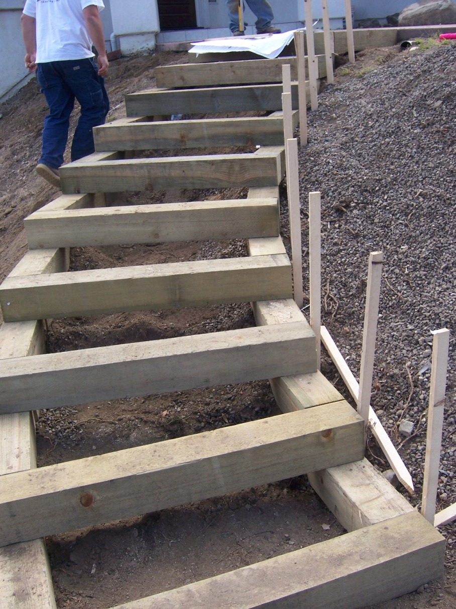The 2 minute gardener photo landscape timber stairs for Build best construction