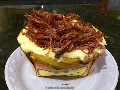 Roasted Potato: Batata com recheio sabor Carne Seca, Purê de Batata e Queijo Provolone