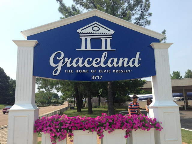 Travelog graceland memphis tennessee for Motels near graceland memphis tn