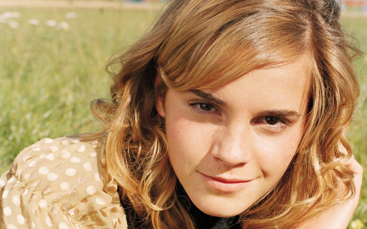 Emma Watson Hairstyle Trends: Emma Watson Latest Wallpapers