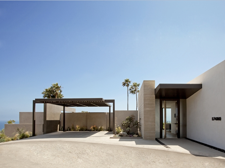 Front facade of Ravello Residence by Shubin + Donaldson Architects