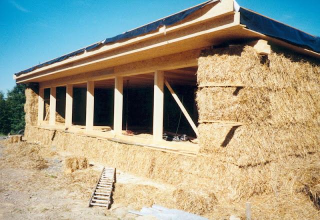 Процесс строительство дома из соломы