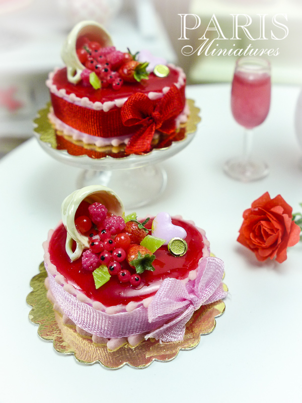 Miniature food - Valentine cake
