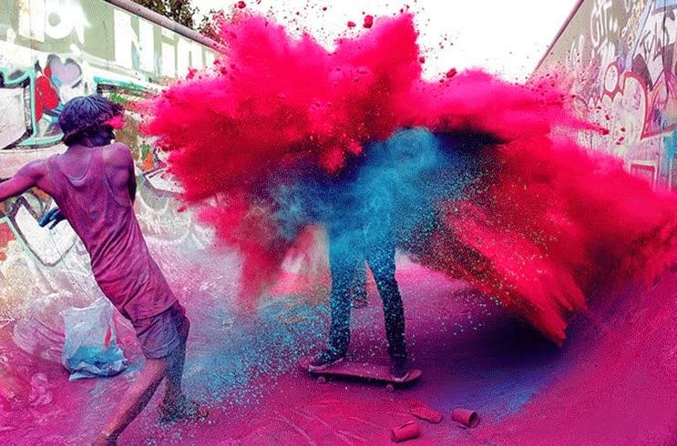 depuis quelques annes le phnomne holi attire les foules et se propage travers le monde comme une traine de poudre ou une traine de pigments - Poudre Color Run