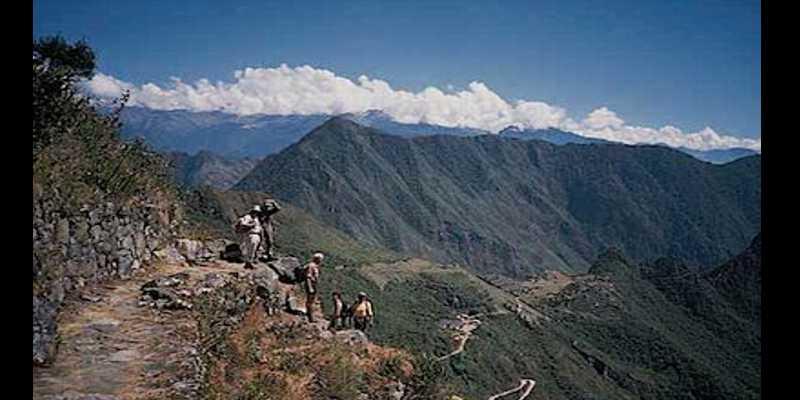 Kegiatan Paling Menyenangkan Saat Berlibur Ala Bule - Hiking trails Inca di Peru