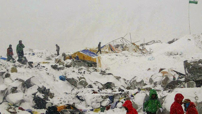 mount everest avalanche earthquake nepal 2015
