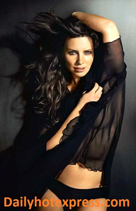 Evangeline Lilly Hot Pics In Bikini
