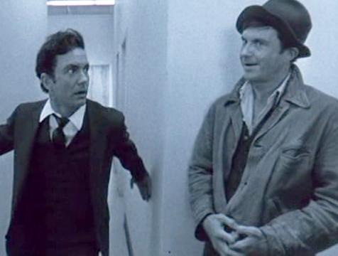 Charly (Cliff Robertson) se topa con su antiguo yo en un laberinto imaginado - Cine de Escritor